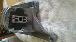 Volvo Top Engine Mounting