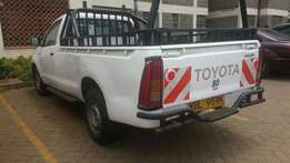 Toyota hilux local very nice and cln Year 2010 accident free