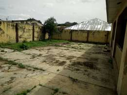 3 bedroom bungalow gated house with all faciliti at alakia Ibadan