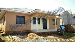 3 bedroom standalone in bweyogerere bbuto at 600k
