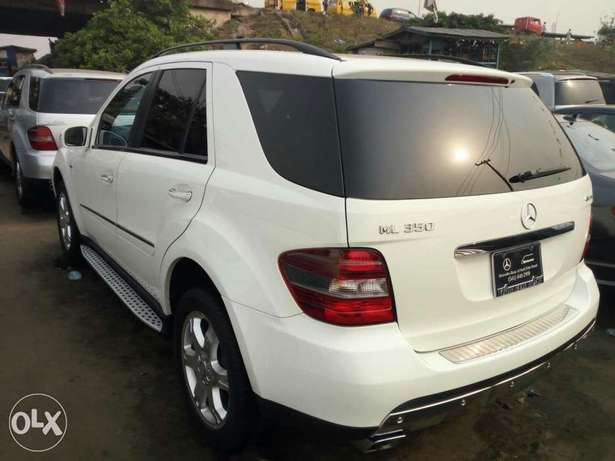 Very clean foreign used 2008 Mercedes-Benz Ml350 4matic. Negotiable Apapa - image 7