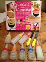 18 Piece Cookie and Cupcake Decorating Kit