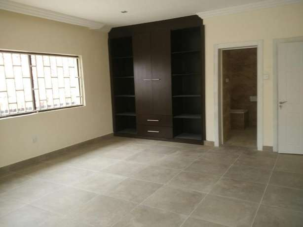 A fantastic and unique 4 bedrm semi-detached to let at Parkview Estate Ikoyi - image 3