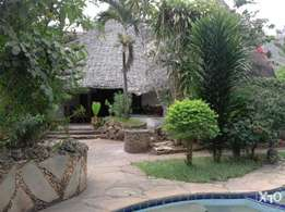 5 BR makuti thatched house on a 3/4 acre in Marina Mtwapa