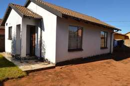 hopuse to rent in protea glen soweto ext16