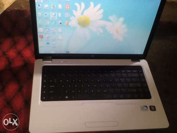 White HP Pavilion g6-2200 series Central Business District - image 1
