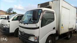 Dyna refrigerated truck 2009 model 4000cc manual diesel engine