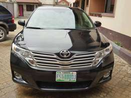 Sharp and clean Toyota venza no issues