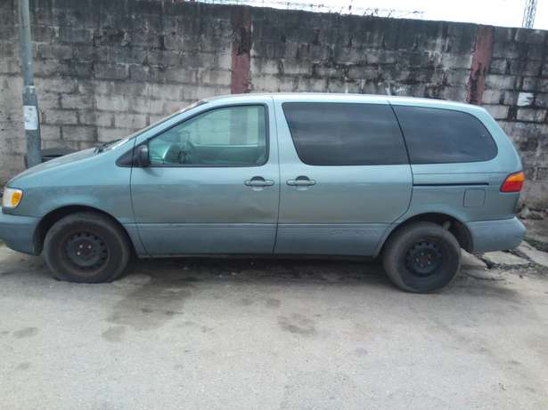 Toyota sienna 2000 model CE Low mileage fabric seats chilling Ac Surulere - image 6