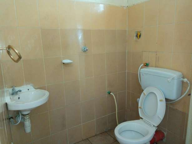 Budget Rooms off Serena Road Near The Famous Intercontinental Hotel. Nyali - image 4