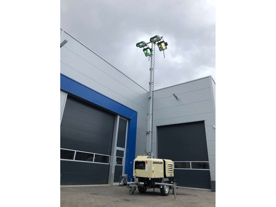 Doosan LSV 9 light tower - 2015 - image 13