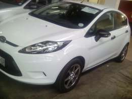 Ford fiesta 1.6i Ambiente 5 door