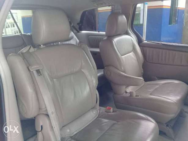 XLE Edition Nig.Used Toyota Sienna 2009 Model In Excellent Condition Lekki - image 4