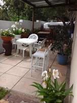 BRYANSTON Lovely Garden Cottage with own enclosed Private Garden
