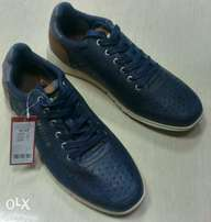 Mustang Sneakers (Size 45)