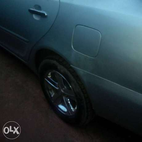 Neatly Used Toyota Camry 05 model Lagos Mainland - image 4