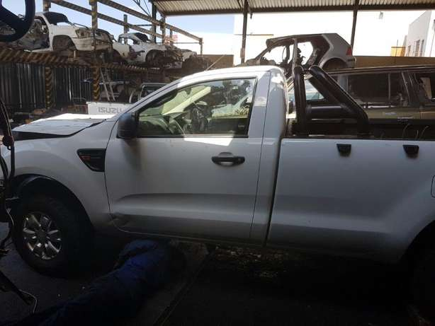 Ford Ranger 3.2 4x4 T6 2015 S/cab breaking for PARTS!!! Johannesburg - image 3