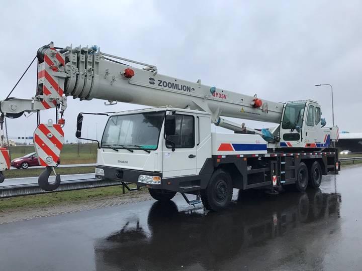 Zoomlion QY35V 35 Ton 6x4 Hydraulic Truck Crane - 2013