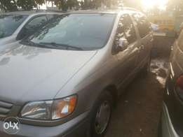 Neatly used 03 sienna for sale