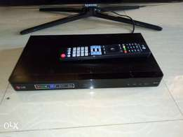 Sleek and recent SMART LG BLU-RAY 3D/DVD player (internet enabled)