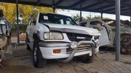 Isuzu kb280 stripping for spares