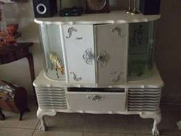 Ball & Claw Radiogram unit, curved glass / TV Unit