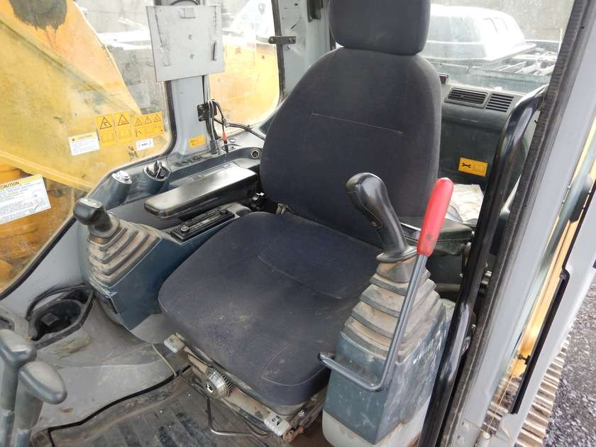 New Holland E135BSR-2 - 2009 - image 56