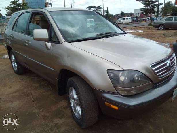 Neatly Used Lexus RX300 Lagos Mainland - image 3