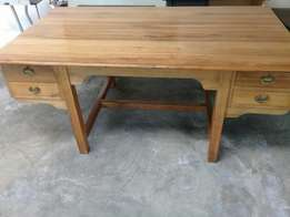 Desk with 4 drawers - Saligna wood