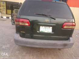 Toyota sienna 2002 model