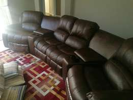 4 seater Conner recliner lounge suite in mint condition