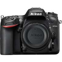 Brand new Nikon D7200 at shop with warranty,free delivery