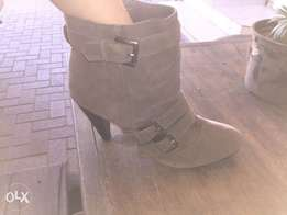Milady's swade ankle boots