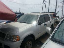 Clean Ford Explorer V6 Tokunbo (White) Auto