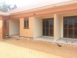 Bedroom and sitting room fully self contained in Kyanja near Kisaasi