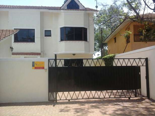 Lovely 4 bedroom town house. Lavington - image 1