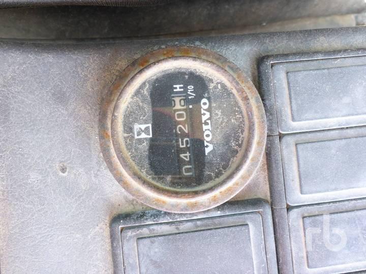 Volvo EC140BLC - image 7