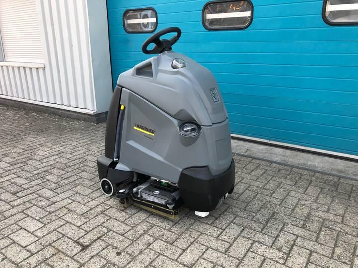 Kärcher Schrob- veegmachine, (Nieuw) - 2019