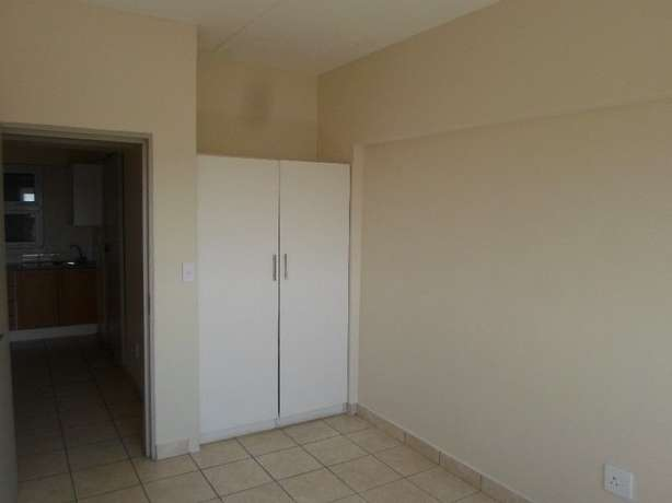 1 / 2 besroom appartment florida Roodepoort - image 2