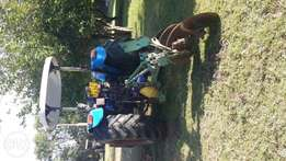 New Holland Tractor (4WD)