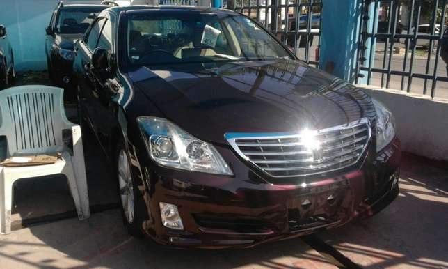 Wine red Toyota crown 2009 Mombasa Island - image 3