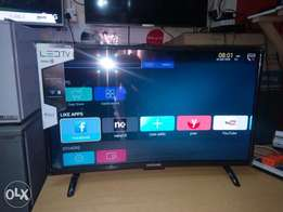 """New Samsung 32""""LED smart curved Wi-Fi high definition TV 2 Years warra"""