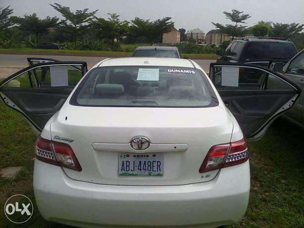 super clean toyota camry that will pass for a belgium Central Business District - image 2