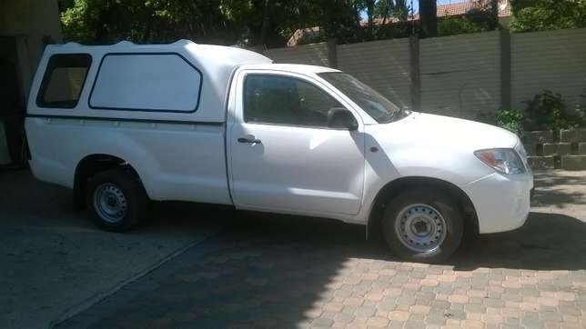 2009 Toyota Hilux 2.5 D4D with canopy Johannesburg - image 6