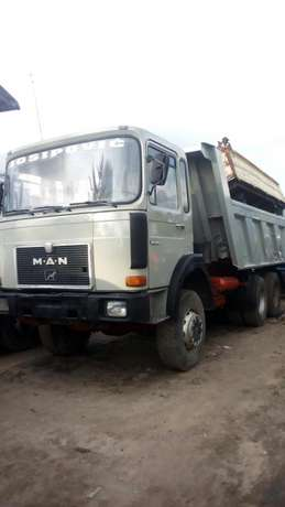 Man diesel #40 tons ten tyres with auxiliary Surulere - image 1