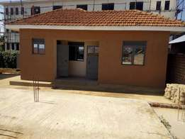 Expo sitting room and bedroom for rent in Luzira-Butabika at 300k