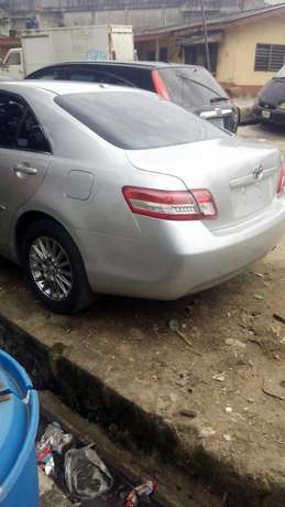 Tokunbo toyota camry silver Surulere - image 4