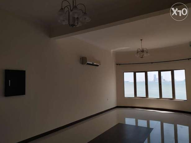 Clean & Spacious 2 bedrooms flat with ACs installed - Seaview -
