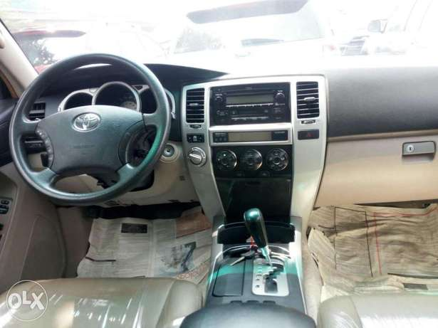 Foreign used 2005 Toyota 4runner. Limited edition. Direct tokunbo Lagos Mainland - image 6