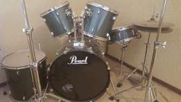 Be a PRO drummer with this PEARL DRUMKIT